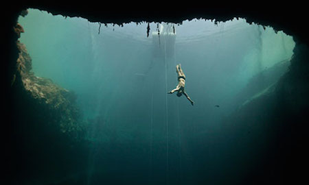 Brian flies into the blue hole. Freediving picture by Daan Verhoeven
